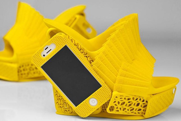 3-d-printed-shoes-with-iphone-holder-1