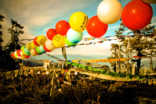 balloons-of-bhutan-by-jonathan-harris-01