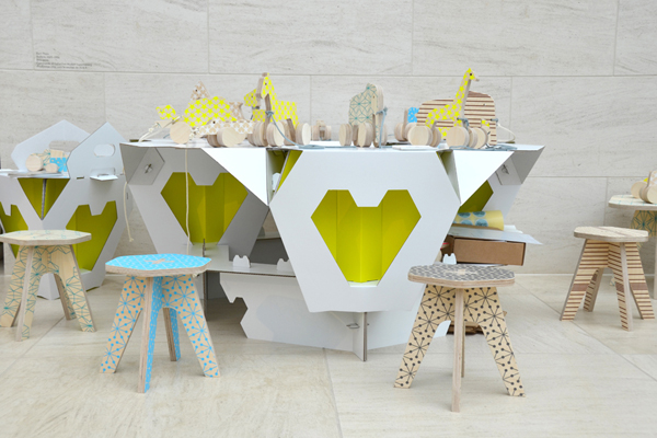 cardboard-stool-pop-up-store-03