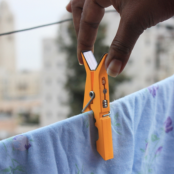 lightly-solar-powered-clothes-pins-02