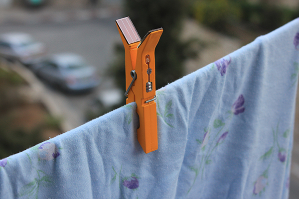 lightly-solar-powered-clothes-pins-03