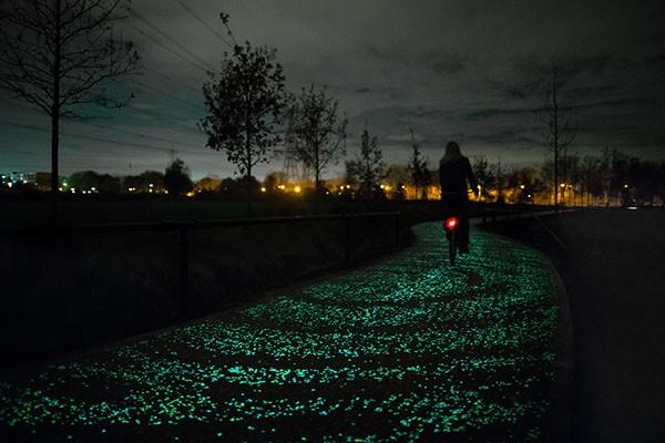 illuminated-bike-path-inspired-by-van-gogh-painting-studio-roosegaarde-01
