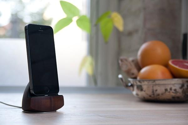 smartphone-dock-acorn-by-enveo-05